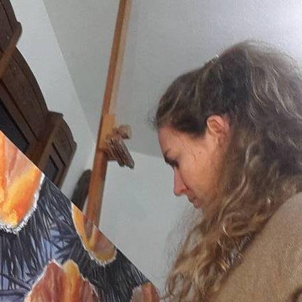 Daniela pintus dipingendo